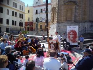 El P. Ricardo dando una Palabra tras proclamar el Evangelio.